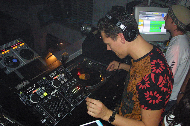 Photo Gallery: Tiesto live in 2001 (Classic Pictures)