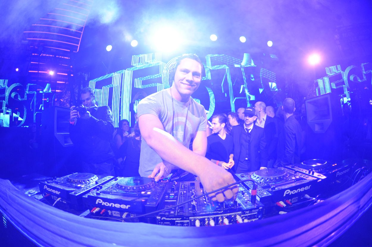Download Tiesto Remixes and Productions 2011 Remix Compilation Part 2